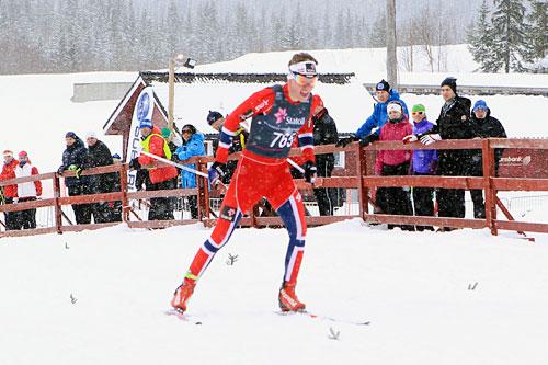 Johan Hoel ute på sin 10 kilometer i fri teknikk under junior-NM på Mo i Rana 2014. Det endte med gull. Foto: Erik Borg.