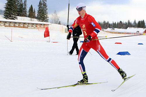 Sindre Pettersen hadde noen timers pause mellom hopping og langrenn i kombinert. Pausen benyttet nittedølen til å bli nummer fire i langrenn. Foto: Erik Borg.