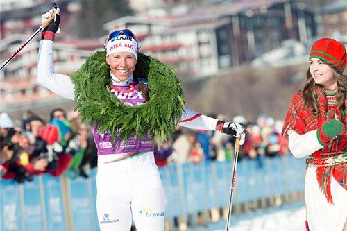 Charlotte Kalla går inn til seier i Årefjällsloppet 2014. Foto: Magnus Östh/Swix Ski Classics.