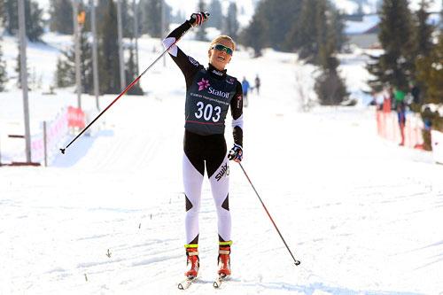 Silje Theodorsen jubler inn til seier i sesongens siste norgescuprenn på Gålå i 2014.  Foto: Erik Borg.