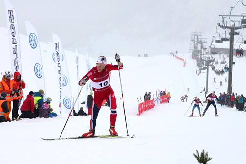 Tuva Toftdal Staver mot mål som vinner av Røldal Ned Opp 2014. Kristin Helland-Hansen og Silje Øyre Slind litt lenger nede i bakken. Arrangørfoto.