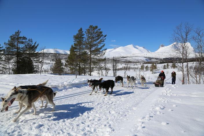 Torstein Lerhol på besøk i Valnesfjord