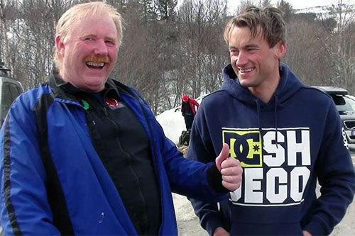 Ordfører i Holtålen Kommune, Jan Håvard Refsethås, sammen med vinner av Hessdalsrennet 2014, Petter Northug jr. Skjermdump fra Youtube-kanalen Ola Dragmyrhaug.