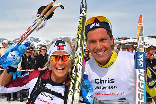 Therese Johaug og Chris Jespersen stråler etter å ha vunnet Skarverennet 2014. Foto: Kevin Eikrehagen/arrangør.