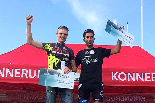 Håkon Austad, til høyre, og Lars Granberg jubler over å ha tatt hånd om de to første plassene i Montebellorittet 2014. Foto: Morten Gjessing..