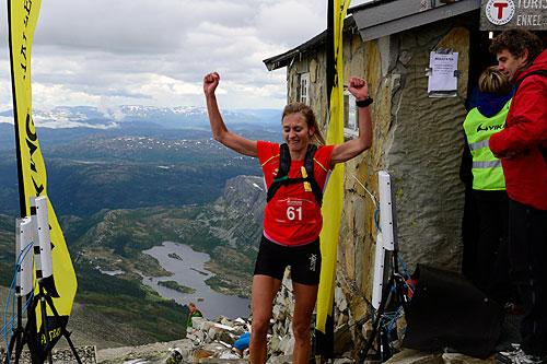 Merete Weng ble første kvinne til topps i Viking Challenge 2014. Foto: Endre Løvaas / Viking Fottøy.