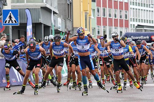 Herrenes fellesstart over 15 km på åpningsetappen i Kristiansund under Toppidrettsveka 2014. Foto: Geir Nilsen/Langrenn.com.