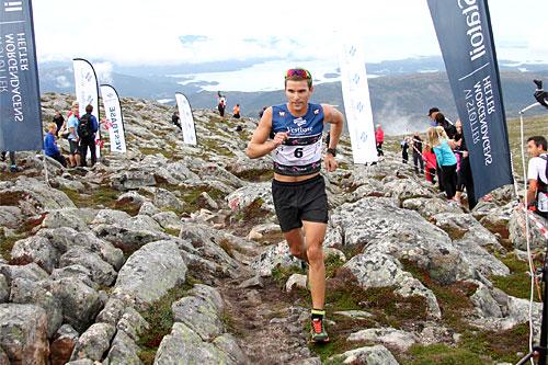 Illustrasjonsbilde som viser Didrik Tønseth i det 5,3 km lange motbakkeløpet Fonna Opp under Toppidrettsveka. Foto: Geir Nilsen/Langrenn.com.