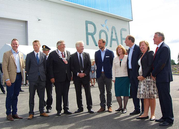Hans kongelige høyhet Kronprins Haakon stod for den offisielle åpningen av ROAFs sorteringsanlegg. Her sammen med ordfører Mona Mangen (th).