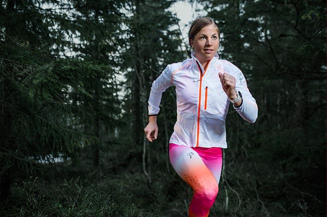 Astrid Uhrenholdt Jacobsen i klær fra Bj Sport foran sesongen 2014/2015. Foto: Bj Sport.