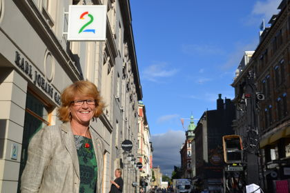 Elisabeth S. Gundersen foran TV 2