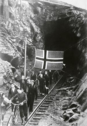 Bilde av russernesom  har frigjort Sør-Varanger i 1944 - 88037_Arkiv_Finnmark_fylkesbibliotek frigjøringen3_300x433.jpg