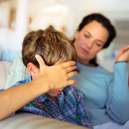 Fortvilt mor med sønn