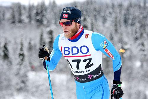 Martin Johnsrud Sundby på vei mot seier i vinterens første renn, 15 km klassisk i Beitosprinten 2014. Foto: Geir Nilsen/Langrenn.com.