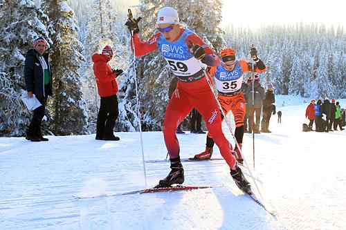 Kristian Græsli ute på 15 km fri under Beitosprinten 2014, med Stian Hoelgaard i rygg. Foto: Erik Borg.