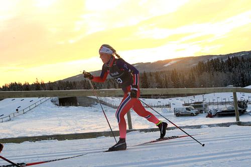 Emilie Kongsten underveis i Skandinavisk Cup og Norgescup på Lillehammer like før jul 2014. Foto: Erik Borg.