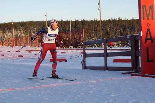 Tuva Toftdahl Staver går inn til seier i Gåsburennet 3. juledag 2014. Arrangørfoto.