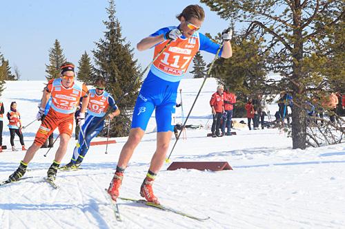 Mads Ek Strøm under femmila i NM på Gålå 2014, der han ble nummer 20. Nærmest følger Torgeir Skare Thygesen, og deretter Petter Northug jr. Foto: Erik Borg.