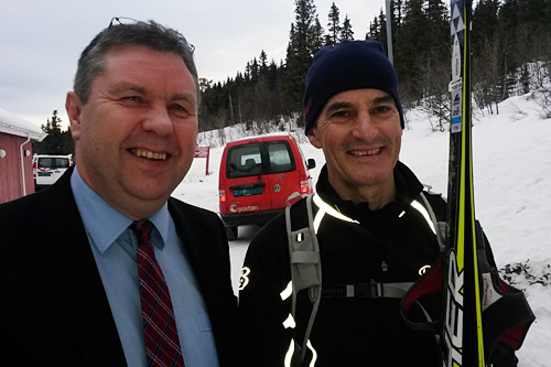 Arne Kjelsnes (t.v.) fra Gålå AS sammen med leder av Arbeiderpartiet, Jonas Gahr Støre. Foto: Gålå AS.