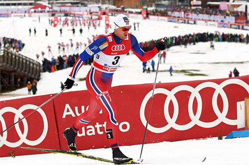 Petter Northug på vei mot seier på den 15 km lange jaktstarten på 2. etappe i Oberstdorf under Tour de Ski 2015. Foto: Felgenhauer/NordicFocus.