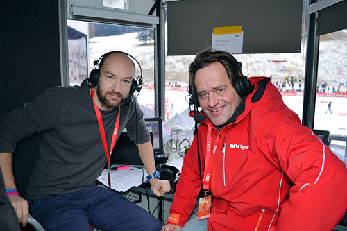 Jann Post og Torgeir Bjørn i kommentatorbua under verdenscupen i Davos 2014. Foto: Gjermund Midtbø.