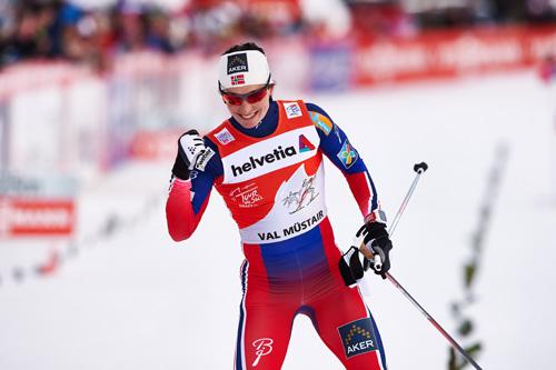 Marit Bjørgen tok her en klar seier i sprinten på 3. etappe av Tour de Ski 2015 i Val Müstair. Denne og de andre etappeseirene i Tour de Ski teller nå som seier i verdenscupen. Foto: Felgenhauer/NordicFocus.