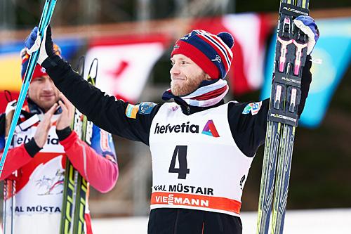 Martin Johnsrud Sundby ble nummer tre på sprinten i Val Müstair, den tredje etappen av Tour de Ski 2015. I bakgrunnen Petter Northug som var en snau hundredel foran Martin. Foto: Felgenhauer/NordicFocus.