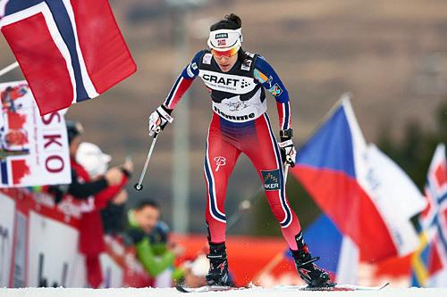 Heidi Weng leder Ski Tour Canada foran den avsluttende finalen. Foto: Felgenhauer/NordicFocus.