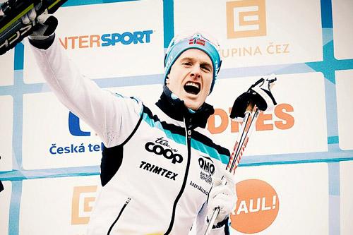 Morten Eide Pedersen jubler etter å ha satt langløpseliten på plass i Jizerska 2015 og vinterens 3. renn i Swix Ski Classics. Foto: Magnus Östh/Swix Ski Classics.