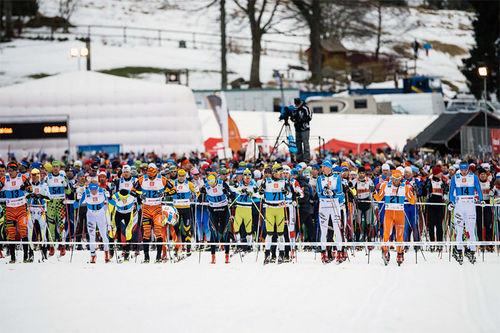 Deltakerne klare for start i en tidligere utgave av Jizerska. Foto: Magnus Östh/Ski Classics.