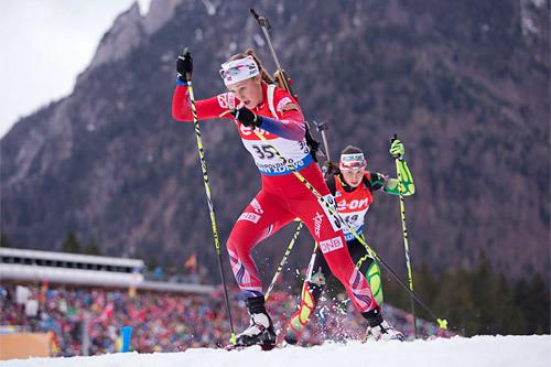 Fanny Horn Birkeland stormer mot sin første verdenscupseier under runden i tyske Ruhpolding 2015. Foto: Manzoni/NordicFocus.