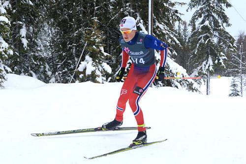 Johannes Høsflot Klæbo vant eldste juniorklasse og leverte best tid på 10-kilometeren uansett klasse. her underveis på 10 km fristil i klasse 19-20 år under norgescupen på Lygna 2015. Foto: Erik Borg.