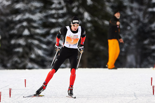 Toni Livers går inn til seier i turrennet Dolomitenlauf 2015. Foto: Felgenhauer/NordicFocus.