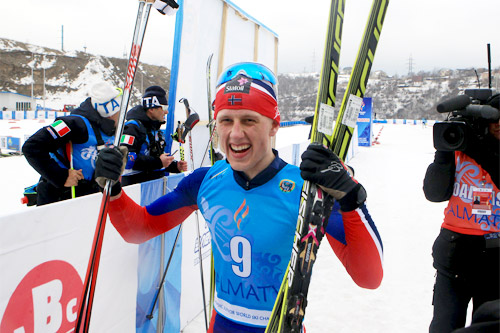 Magne Haga jubler over seier på 30 km skiathlon under U23-VM 2015 i Almaty og Kasakhstan. Foto: Erik Borg.
