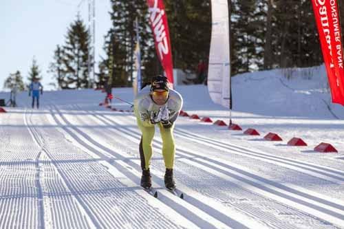 Øystein Pettersen på vei inn på Holmenkollen skistadion og Holmenkollmarsjen 2015. Foto: Magnus Nyløkken/Skiforeningen.