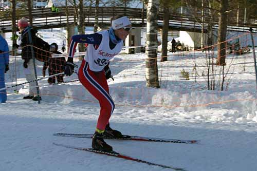 Karoline Simpson-Larsen på vei mot gull i Nordisk juniorlandskamp i svenske Örnsköldsvik 2015. Foto: Kristian Nordlunde