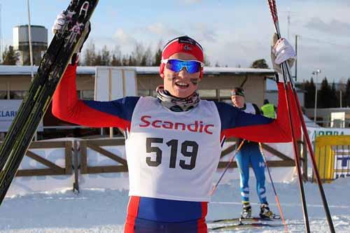 Vebjørn Hegdal jubler etter gull i Nordisk juniorlandskamp i svenske Örnsköldsvik 2015. Foto: Kristian Nordlunde