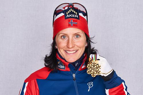 Marit Bjørgen med gullmedaljen fra sprinten under VM i Falun 2015. Foto: NordicFocus.