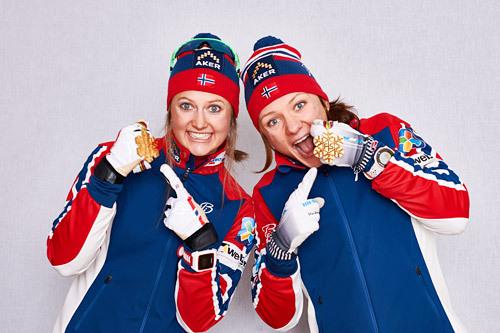 Konkurrentene var sjanseløse mot Ingvild Flugstad Østberg (til venstre) og Maiken Caspersen Falla på lagsprinten under Falun-VM 2015. Foto: NordicFocus.