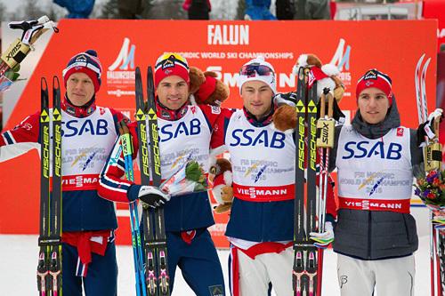 De norske gullguttene fra VM-stafetten i Falun 2015. Fra venstre: Anders Gløersen (3. etappe), Niklas Dyrhaug (1), Petter Northug (4) og Didrik Tønseth (2). Foto: NordicFocus.