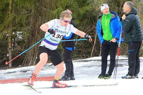 Sindre Tungesvik for Sør-Trøndelags tredjelag under Junior-NM-stafetten i Hommelvik 2015. Foto: Erik Borg.