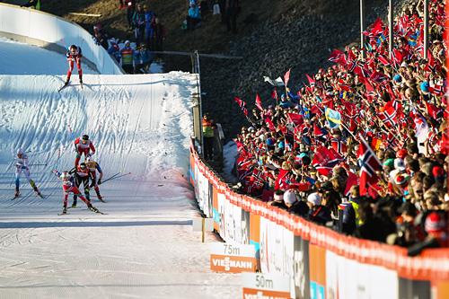 Fra innspurten av femmila i Holmenkollen 2015, der Sjur Røthe (fremst i bildet) stakk av med seieren. Foto: NordicFocus.