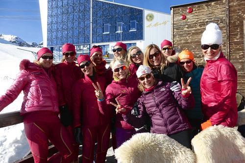 Odlo, som har hovedkontor i Sveits, sponset dette norske damelaget under Engadin Skimarathon i Sveits, ledet av Anette Bøe og Odlos Cathrine Lofterød Feght. Foto: Elizabeth S. Lingjærde.