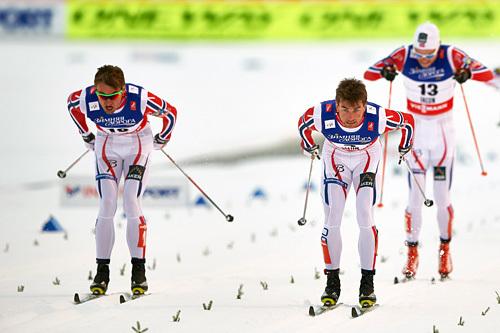 Petter (t.v.) og Tomas Northug under VM-sprinten i Falun 2015. Eirik Brandsdal følger bak. Foto: NordicFocus.