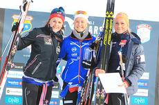 Seierspallen for U23-løpere på 5-kilometeren under NM i Harstad 2015. Fra venstre: Barbro Kvåle (2.-plass), Marthe Bjørnsgaard (1) og Silje Theodorsen (3). Foto: Erik Borg.