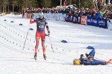 Heidi Weng inn til en suveren seiere på 3-mila under NM i Harstad 2015. Foto: Erik Borg.