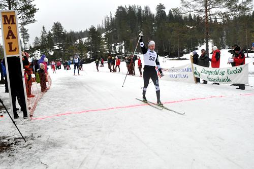 Petter Rinde Øverland inn til seier i Knarren Rundt 2014. Arrangørfoto.