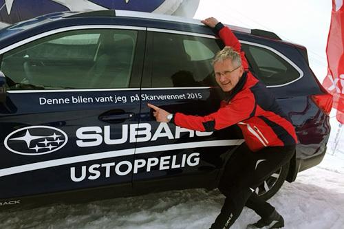 Tom Christensen var den heldige vinneren av gratis bil i ett år fra Subaru Norge i Skarverennet 2015. Foto: Subaru Norge.