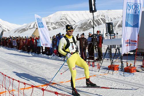 Johan Kjølstad inn til seier i Svalbard Skimaraton 2015. Arrangørfoto.