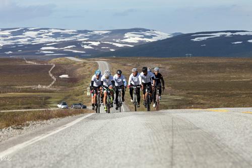 En av tingene som kjennetegner Onroad Finnmark er det at det er relativt lite trafikk på veiene, der det sykles. Foto: Steinar Vik.
